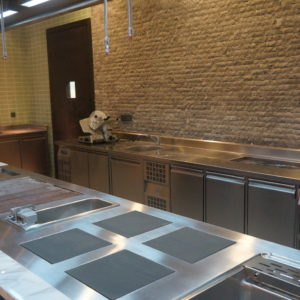 Оснащение кухни ресторана профессиональным оборудованием. Отель Hilton 5*, ресторан «All Dining Restaurant», Киев. На фото тепловое оборудование Molteni, холодильное оборудование Electrolux Professional.