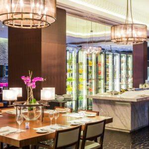Комплексная поставка оборудования для профессиональной кухни ресторана. Отель Hilton 5*, ресторан «All Dining Restaurant», Киев. На фото интерьер зала ресторана.