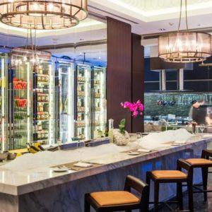 Индивидуальный подбор и установка кухонного оборудования для ресторана. Отель Hilton 5*, ресторан «All Dining Restaurant», Киев. На фото интерьер зала и открытая кухня ресторана.