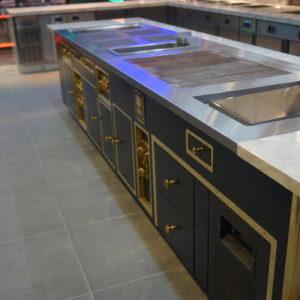 Оборудование для профессиональной кухни ресторана класса люкс. Отель Hilton 5*, ресторан «All Dining Restaurant», Киев. На фото тепловой технологический остров Molteni.