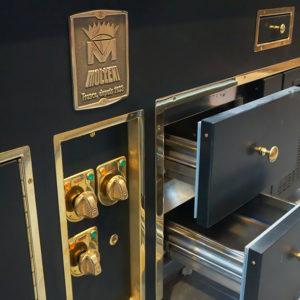 Индивидуальный проект оснащения кухни ресторана профессиональным оборудованием. Отель Hilton 5*, ресторан «All Dining Restaurant», Киев. На фото тепловой технологический остров Molteni.