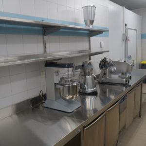 Электромеханическое оборудование для ресторанов, баров и кафе. Отель Hilton 5*, ресторан «All Dining Restaurant», Киев. На фото планетарный миксер, слайсер Electrolux Professional, соковыжималка для цитрусовых.