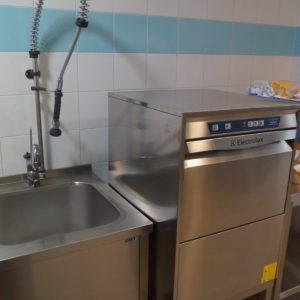 Посудомоечное оборудование для заведений HoReCa. Отель Hilton 5*, ресторан «All Dining Restaurant», Киев. На фото компактная посудомоечная машина Green&Clean Electrolux Professional.