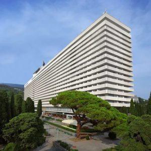 Оборудование для прачечных в гостиницах и отелях. Отель «Ялта-Интурист» 4*, индустриальная прачечная, Ялта. На фото корпус отеля.