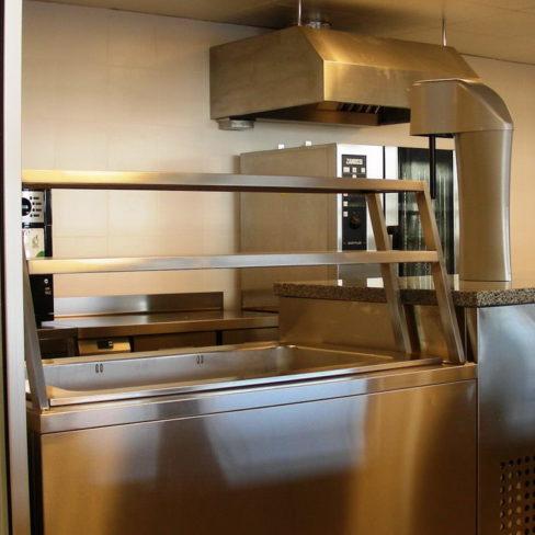 Тепловое и холодильное оборудование для пиццерии, бара, ресторана и кафе. Стадион Олимпийский, Киев. На фото пароконвекционная печь Zanussi Pofessional EasyPlus.
