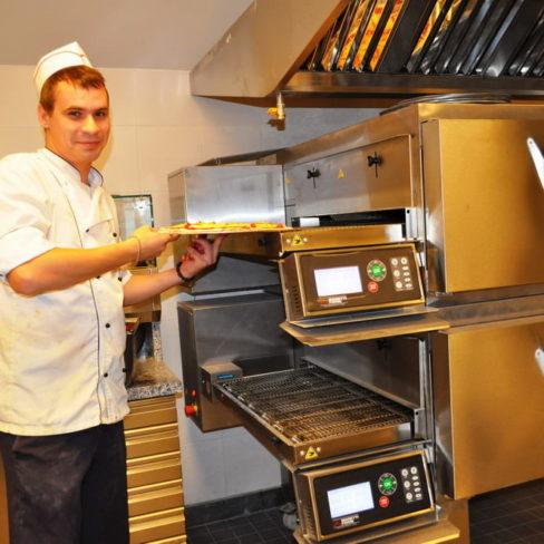 Печи для профессиональных кухонь заведений общественного питания. Стадион Олимпийский, Киев. На фото печь для пиццы Moretti Forni.