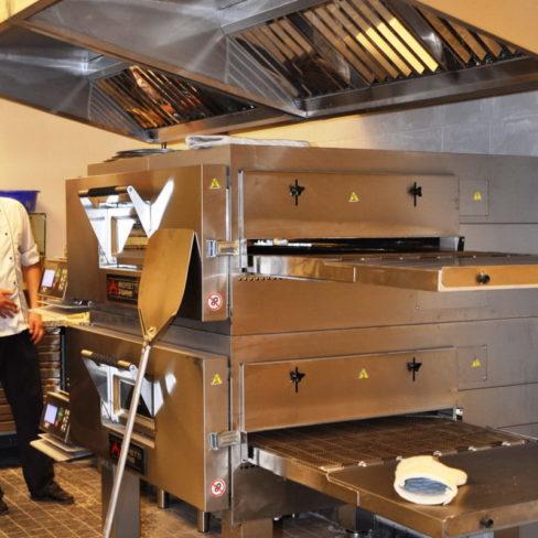 Профессиональные печи для ресторана, бара, пиццерии, кафе. Стадион Олимпийский, Киев. На фото двухъярусная печь для пиццы MorettiForni.