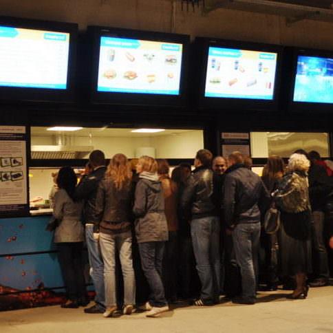 Проект кухни ресторана, кафе, фастфуда и бара под ключ от Profitex. Стадион Олимпийский, Киев. На фото кассовая зона точки фастфуда.
