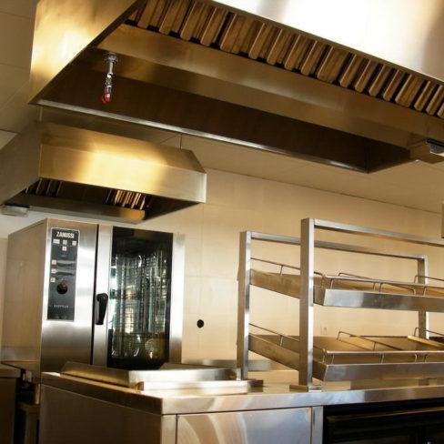 Печи для профессиональных кухонь заведений общественного питания. Стадион Олимпийский, Киев. На фото пароконвекционная печь Zanussi Pofessional EasyPlus.