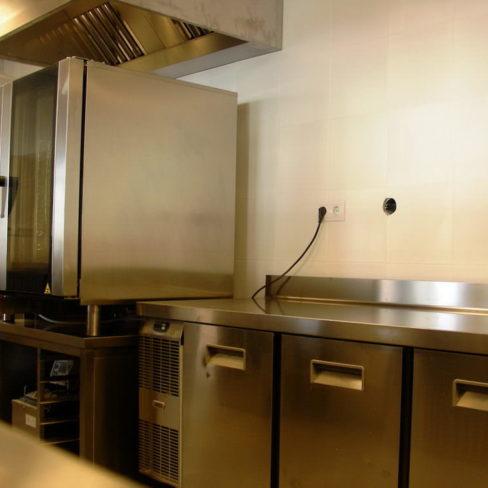 Кухонное оборудование для заведений общественного питания. Стадион Олимпийский, Киев. На фото пароконвекционная печь Zanussi Pofessional EasyPlus.