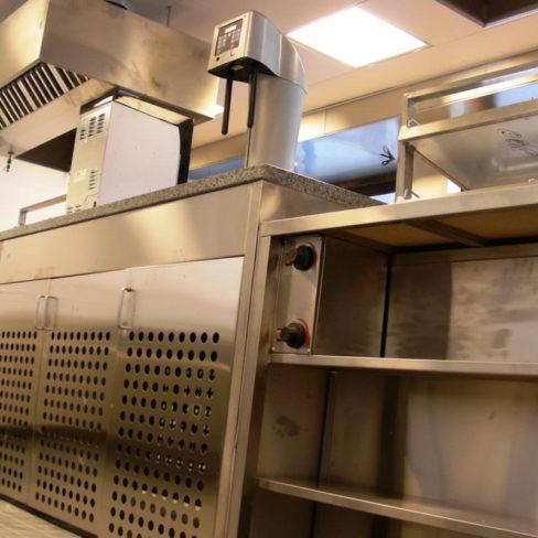 Все виды профессионального кухонного оборудования для ресторана, кафе, фастфуда и пиццерии. Стадион Олимпийский, Киев. На фото нейтральное оборудование, установленное по проекту Profitex.