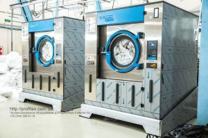 Профессиональное прачечное оборудование. Индустриальная прачечная. На фото профессиональные стиральные машины JENSEN JWE 110/250.