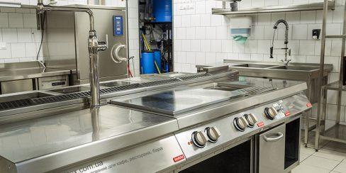 Тепловое оборудование для кафе, бара, ресторана. Ресторан CICADA Kitchen & Wine Bar, Украина, Днепр. На фото тепловое модульное оборудование Modular (островная единица).
