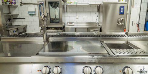 Комплексная поставка профессионального кухонного оборудования от Profitex Украина. Ресторан CICADA Kitchen & Wine Bar, Украина, Днепр. На фото тепловое модульное оборудование Modular (островная единица), пароконвекционная печь Rational.