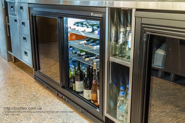 Холодильное оборудование для ресторана, бара, кафе, заведений общепита. Ресторан CICADA Kitchen & Wine Bar, Украина, Днепр. На фото холодильные шкафы для напитков.