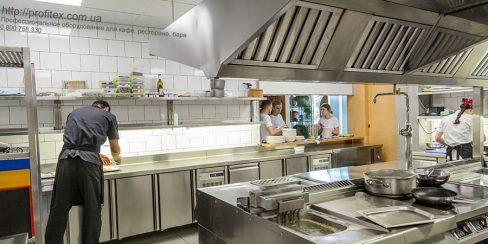 Комплексная поставка кухонного оборудования для ресторана и бара. Ресторан CICADA Kitchen & Wine Bar, Украина, Днепр. На фото тепловое модульное оборудование Modular (островная единица).