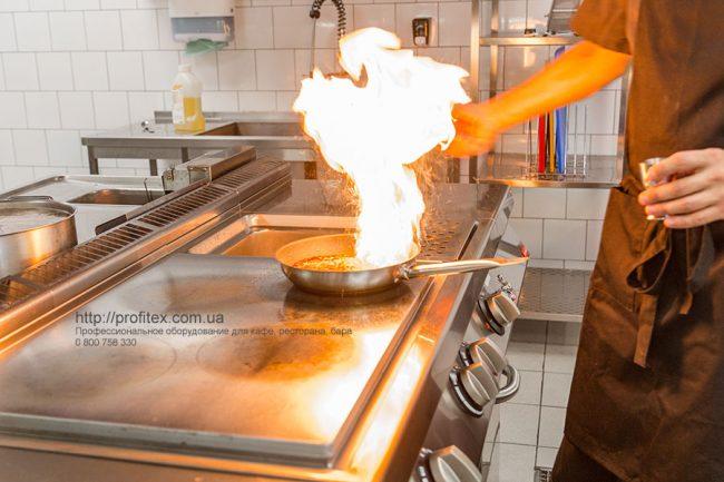 Оборудование для профессиональной кухни ресторана и бара по индивидуальному проекту. Ресторан CICADA Kitchen & Wine Bar, Украина, Днепр. На фото электрическая плита со сплошной варочной поверхностью Modular.