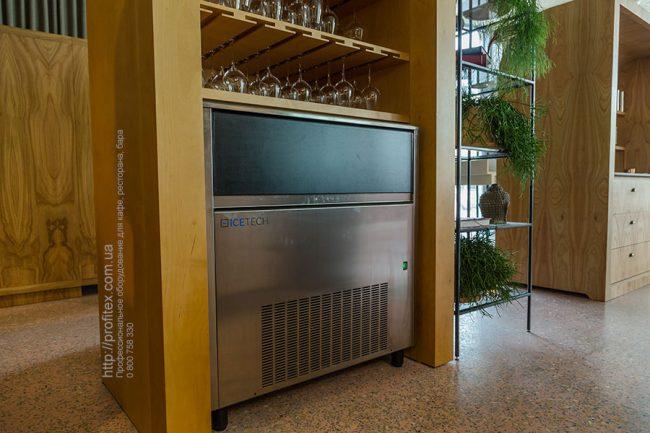 Проектирование бара и ресторана с оборудованием от Profitex Украина. Ресторан CICADA Kitchen & Wine Bar, Украина, Днепр. На фото льдогенератор.