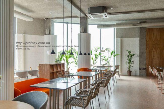 Открыть ресторан с нуля с кухонным оборудованием Profitex Украина. Ресторан CICADA Kitchen & Wine Bar, Украина, Днепр. На фото интерьер зала ресторана.