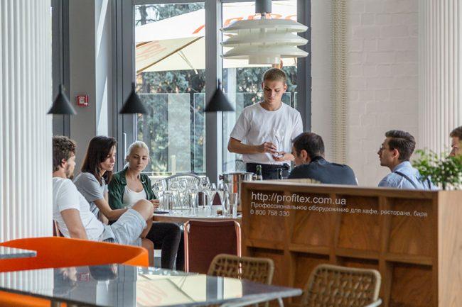 Проектирование ресторана, кафе, фастфуда, бара согласно технологическому заданию компанией Profitex Украина. Ресторан CICADA Kitchen & Wine Bar, Украина, Днепр. На фото интерьер зала ресторана.