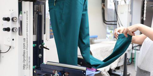 Пароманекены и паровые кабины для химчистки, аквачистки, прачечной. Студия чистки одежды Green Way, Украина, Киев. На фото пароманекен для брюк Electrolux Италия.