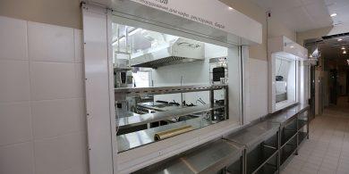Специализированное кухонное оборудование для HoReCa. Отель Ibis Вокзал, Украина, Киев. На фото кухонное помещение ресторана.