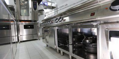 Тепловое оборудование для ресторана, кафе, бара, закусочной. Отель Ibis Вокзал, Украина, Киев. На фото пароконвектомат на 10 GN1/1 EM E10/11-B MODULAR Италия, плита электрическая со сплошной варочной поверхностью EM 70/80 TPFE MODULAR Италия, плита электрическая на 2 чугунные конфорки EM 70/40 PCEQ MODULAR Италия.