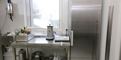 Комплексное онащение кухни ресторана и кафе профессиональным оборудованием. Отель Ibis Вокзал, Украина, Киев. На фото плита индукционная Hendi Нидерланды.