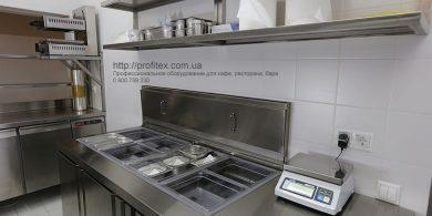 Холодильное и морозильное оборудование для HoReCa. Отель Ibis Вокзал, Украина, Киев. На фото холодильный стол саладетта ME1960 3P INFRICO Испания, холодильный стол трехдверный MODULAR Италия, весы CAS.