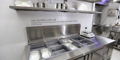Подбор и установка профессионального оборудования для ресторана, кафе и бара. Отель Ibis Вокзал, Украина, Киев. На фото холодильный стол саладетта ME1960 3P INFRICO Испания, настольные весы CAS.