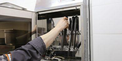 Стерилизаторы для ножей для ресторанов и кафе. Отель Ibis Вокзал, Украина, Киев. На фото стерилизатор для ножей Sammic Испания.
