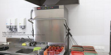 Посудомоечное оборудование большой загрузки для профессиональной кухни. Отель Ibis Вокзал, Украина, Киев. На фото посудомоечная машина купольная HT 53 DT L/DD MODULAR Италия.
