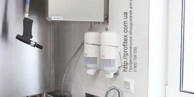 Оборудование для посудомоечного цеха. Отель Ibis Вокзал, Украина, Киев. На фото брандспойты и душирующие устройства KLARCO Италия.