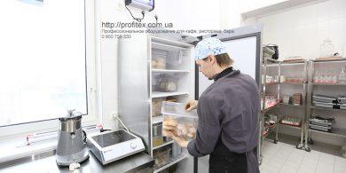 Подбор, установка и сервисное обслуживание профессионального оборудования для ресторана, кафе и бара. Отель Ibis Вокзал, Украина, Киев. На фото плита индукционная Hendi Нидерланды.
