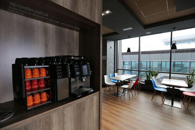 Кофеварки и кофемашины для кофейни, кафе, ресторана, бара. Отель Ibis Вокзал, Украина, Киев. На фото кофемашина автоматическая Coffee Art Plus Milk Smart System/Side cooling unit Schaerer Швейцария.