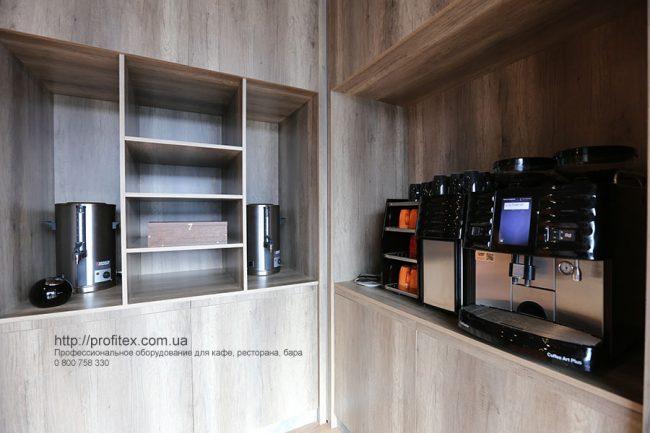 Кофеварки и кофемашины для кейтеринга, банкета, шведской линии. Отель Ibis Вокзал, Украина, Киев. На фото кофемашина автоматическая Coffee Art Plus Milk Smart System/Side cooling unit Schaerer Швейцария.