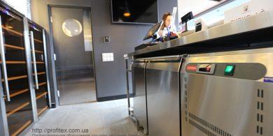 Холодильное и морозильное оборудование для HoReCa. Отель Ibis Вокзал, Украина, Киев. На фото холодильный стол MODULAR Италия, шкаф холодильный для вина Tecfrigo Италия.