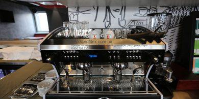 Кофеварки и кофемашины для ресторана, бара, кафе, кофейни. Отель Ibis Вокзал, Украина, Киев. На фото кофемашина автоматическая Wega Polaris Италия.