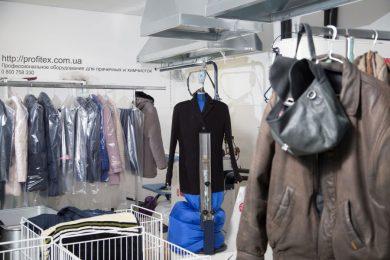 Пароманекены для пальто, пиджаков, курток, платьев, жакетов, рубашек. Химчистка Аквачистка BOLLA, Украина, Киев. На фото пароманекен для верхней одежды PONY Италия.