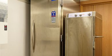 Холодильное и морозильное оборудование для HoReCa. Отель Semarah Lielupe, Латвия, Юрмала. На фото морозильный шкаф Electrolux Италия.