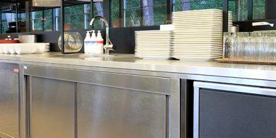 Холодильное профессиональное оборудование для кухни ресторана и бара. Отель Semarah Lielupe, Латвия, Юрмала. На фото холодильное оборудование MODULAR Италия, шкаф шоковой заморозки Electrolux Professional Италия.