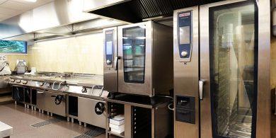 Подбор и установка конвекционных печей для кухни ресторана и кафе. Отель Semarah Lielupe, Латвия, Юрмала. На фото пароконвекционные печи на 20 и 10 уровней RATIONAL Германия, тепловое модульное оборудование MODULAR Италия.