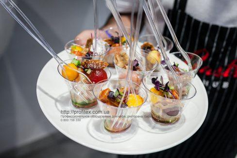 Проект профессиональной кухни заведений общепита от Profitex Украина. Гастрономическая лаборатория GastroHub, Украина, Киев. На фото мастер-класс - презентация в GastroHub.