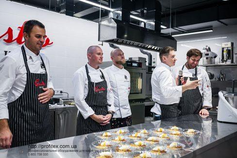 Открыть кулинарную студию с оборудованием от Profitex Украина. Гастрономическая лаборатория GastroHub, Украина, Киев. На фото мастер-класс - презентация в GastroHub.