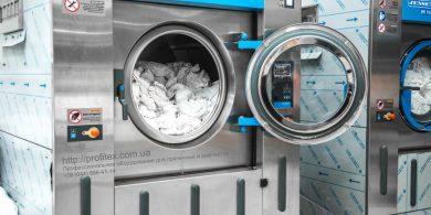 Открыть прачечную с нуля. Индустриальная прачечная. На фото профессиональные стиральные машины JENSEN JWE 110/250.