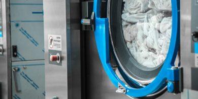 Открыть химчистку с нуля. Индустриальная прачечная. На фото профессиональные стиральные машины JENSEN JWE 110/250.
