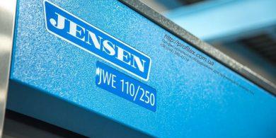 Профессиональное оборудование JENSEN. Индустриальная прачечная. На фото профессиональная стиральная машина JENSEN JWE 110/250.