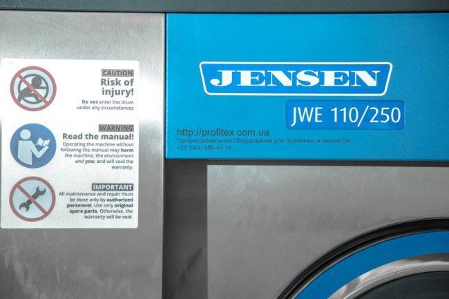 Установка и сервисное обслуживание стиральных машин JENSEN. Индустриальная прачечная. На фото профессиональная стиральная машина JENSEN JWE 110/250.