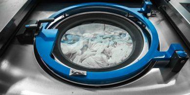 Профессиональное оборудование JENSEN для прачечных и химчисток. Индустриальная прачечная. На фото профессиональная стиральная машина JENSEN JWE 110/250.