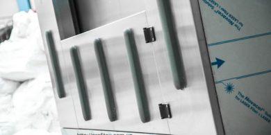 Техническое оснащение прачечной. Индустриальная прачечная. На фото профессиональная стиральная машина JENSEN JWE 110/250.
